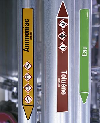 Ejemplo de marcadores Brady en tuberías de productos químicos