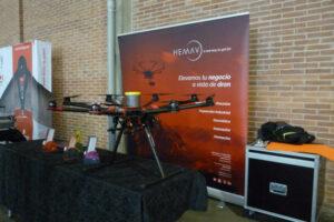 Un dron y un Porsche compiten por ser el más rápido en Feria de Zaragoza
